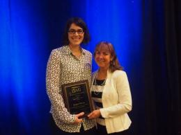 Robyn Wilson (left) receiving the Chauncey Starr Award, with the 2017 SRA President.
